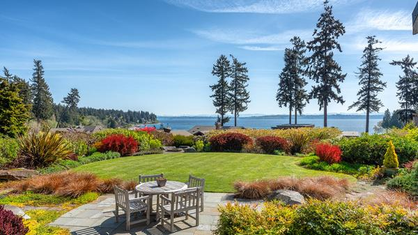 Inviting Custom Home with Expansive Views on Bainbridge Island