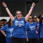 Delta drags 127-ton jet, raises $689,000 for American Cancer Society (Photos) (Video)