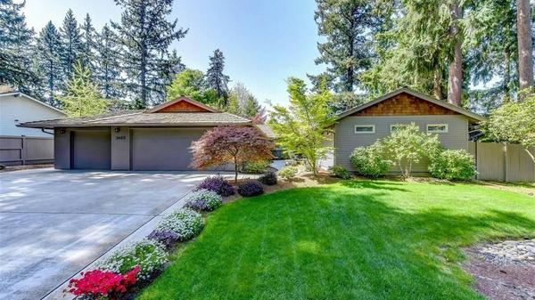 Inviting Sammamish Rambler in Coveted Sahalee Estates
