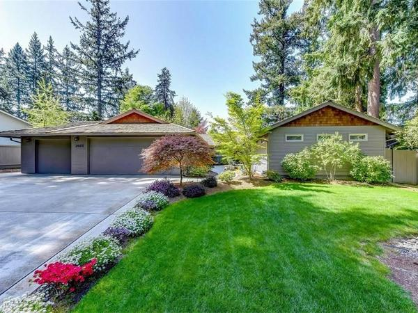 Home of the Day: Inviting Sammamish Rambler in Coveted Sahalee Estates