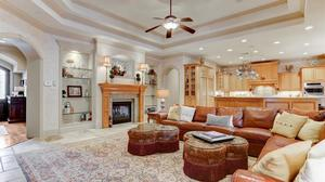 Elegant and Gracious Home In Hunters Creek