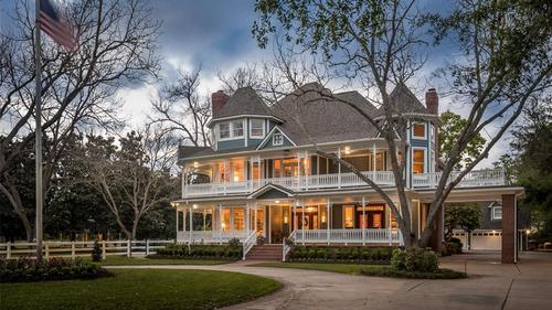 Equestian Estate On Over 5 Acres in Sugar Land