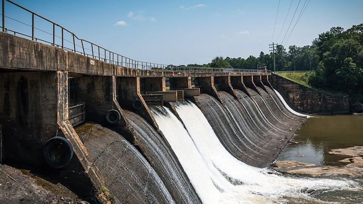 Charlotte-based Duke Energy selling five small hydropower