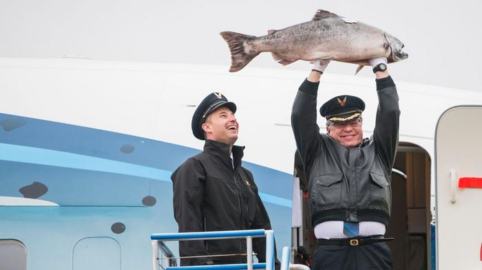 Copper River salmon returns for the season on Alaska Airlines (Photos)