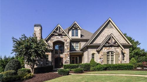 Spectacular Estate in The Manor