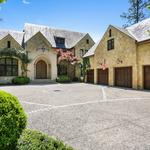 Former Atlanta Braves pitcher <strong>Tom</strong> <strong>Glavine</strong> lists 3-acre home for $6.75M (Photos)