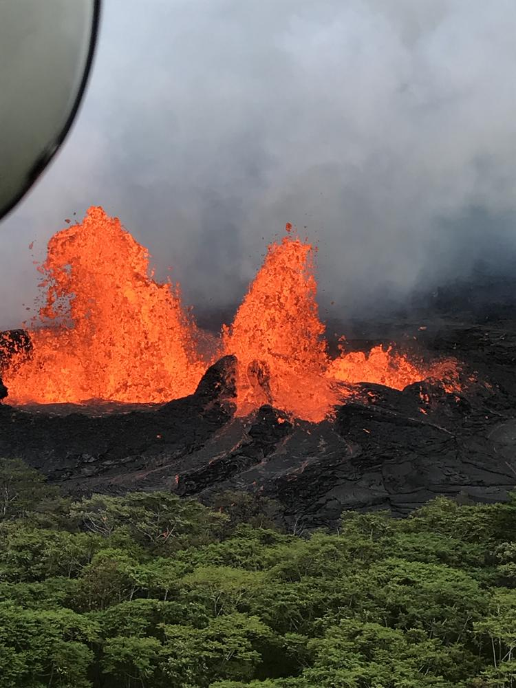 Hawaiis Kilauea Volcano Shows No Signs Of Slowing Down After Another Explosive Eruption Sends Ash Plumes