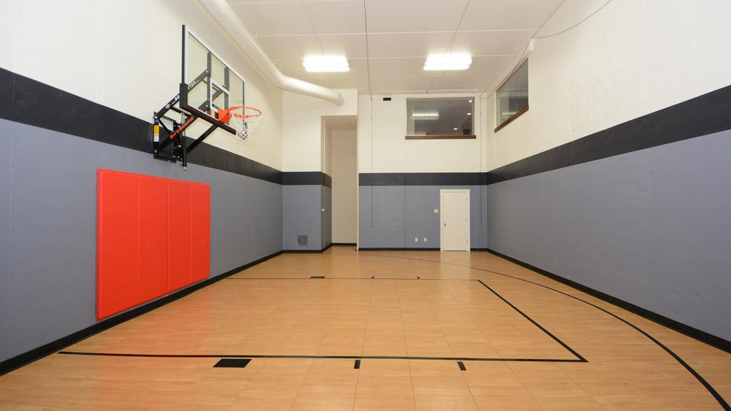 Lake Country Estate With Indoor Sport Court Listed At 1 29m Milwaukee Business Journal