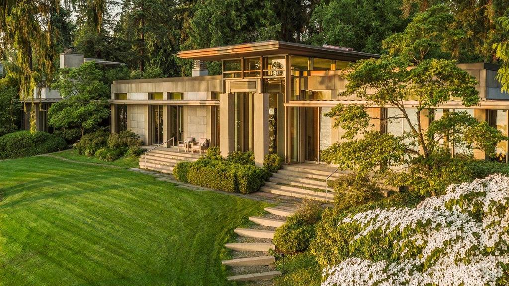 Hunts Point estate sale shatters Seattle region's most expensive home record