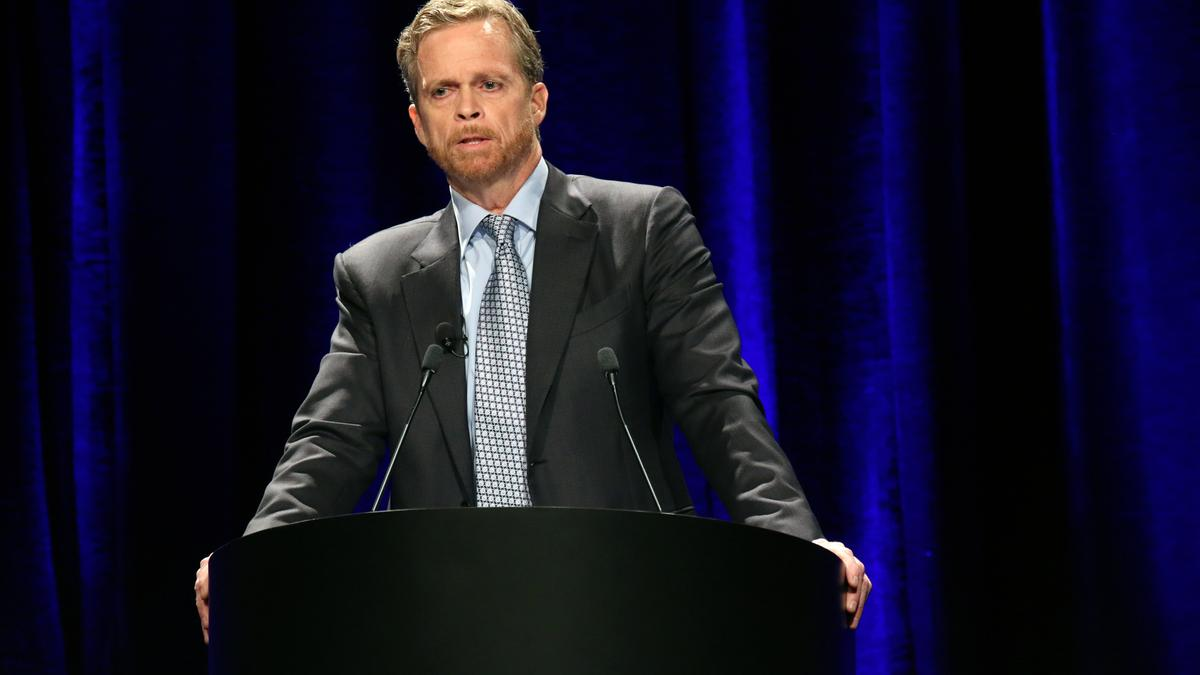 caricia compromiso excitación  Nike (NYSE: NKE) CEO Mark Parker addresses toxic culture, Kaepernick ad -  Portland Business Journal