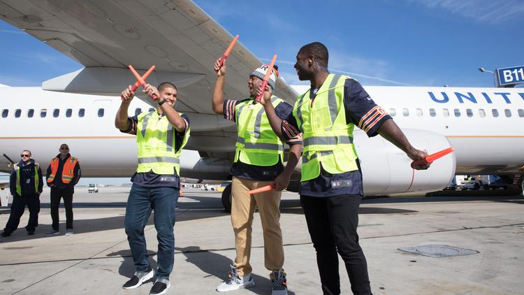 United Airlines gets help from Bears players, entertaining