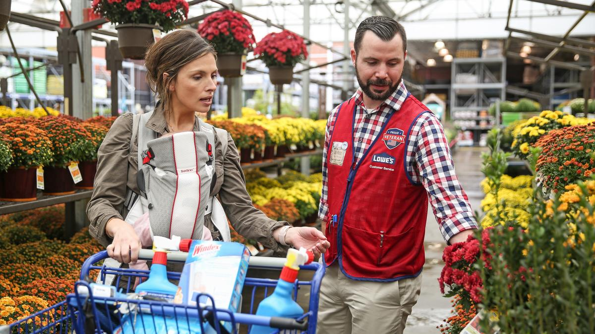 Lowes Employee Benefits >> Lowe S Cos Inc To Add 1 200 Local Employees For Spring