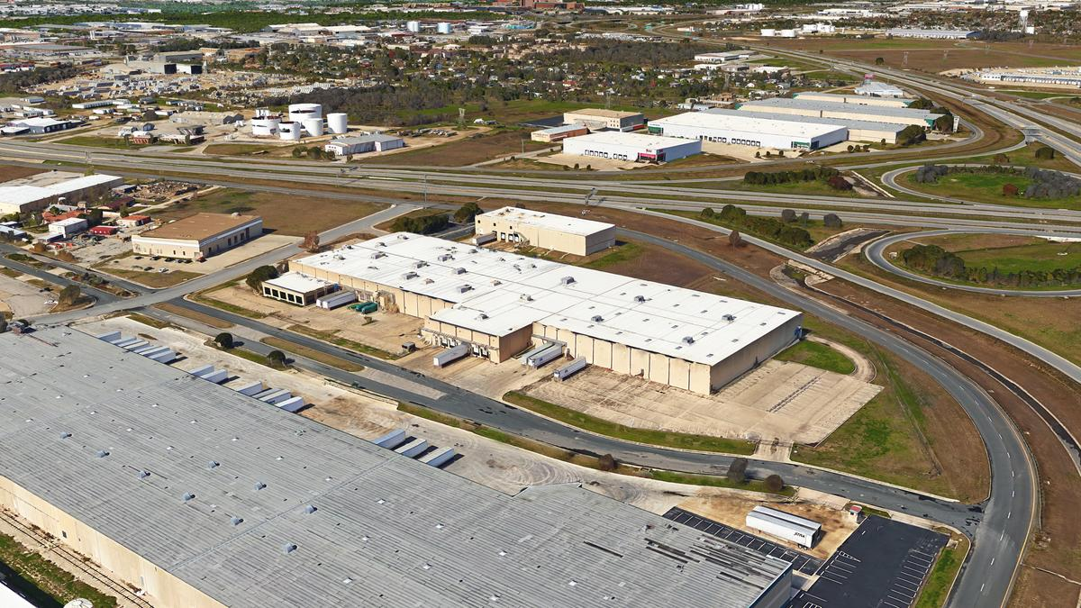 Comet Signs Inks 166 000 Square Foot Lease At I 10 And 410