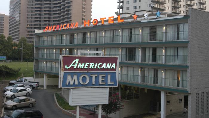The Americana Hotel in all its retro glory in 2006.
