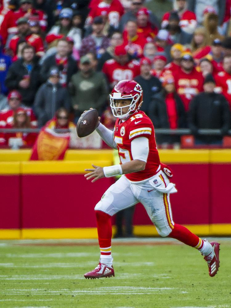 b3d78f6b62a Kansas City quarterback Patrick Mahomes (left) looks for an open receiver during  the Chiefs