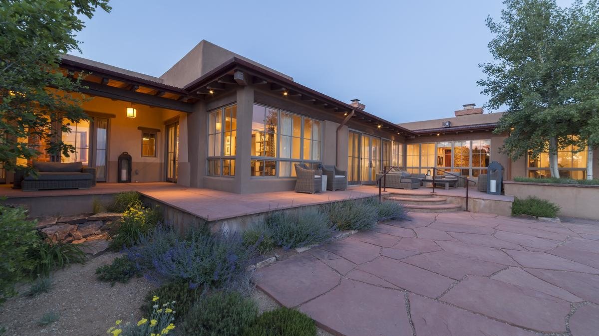 Santa Fe Luxury Home For Sale Puts The Golf Course In Your Backyard