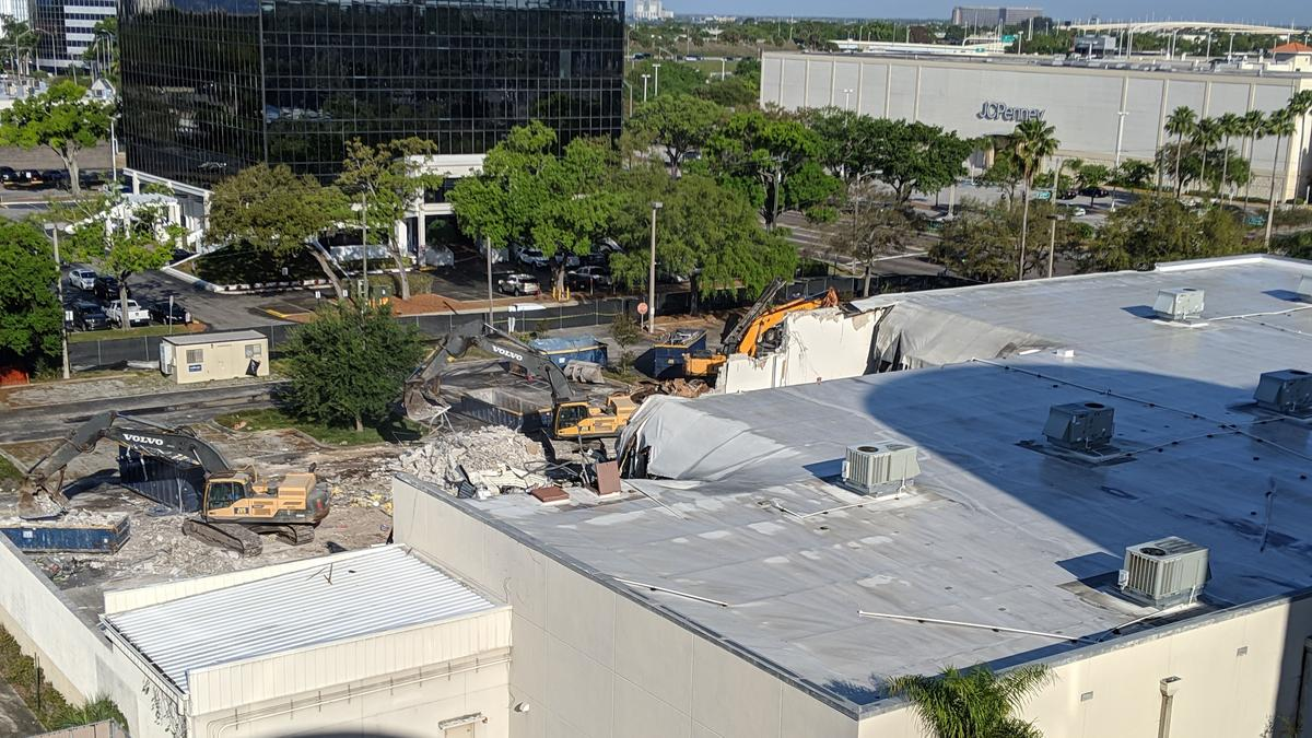 Publix begins demolition of old Sports Authority in ...
