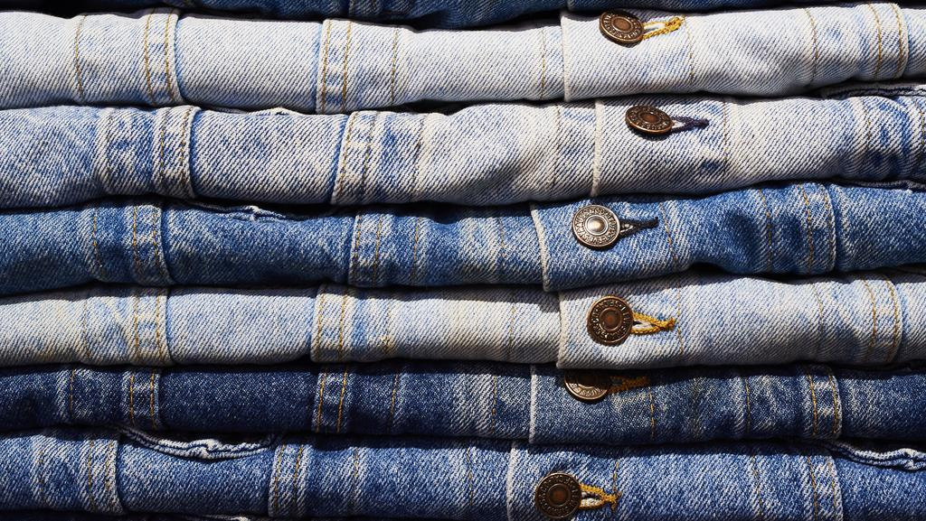 Levi Strauss leaps 30% on return to public trading