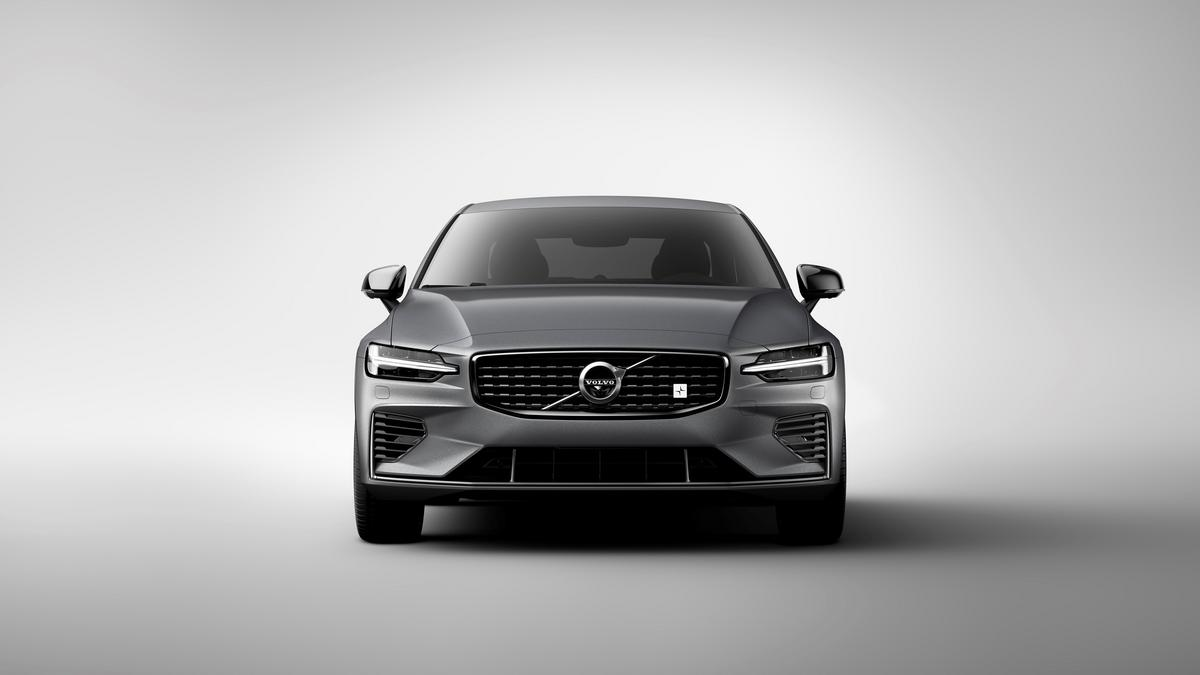 299fbffefe2 Automotive Minute: 2019 Volvo S60 T8 Polestar Engineered is the sleeper car  you've been dreaming about (Photos)