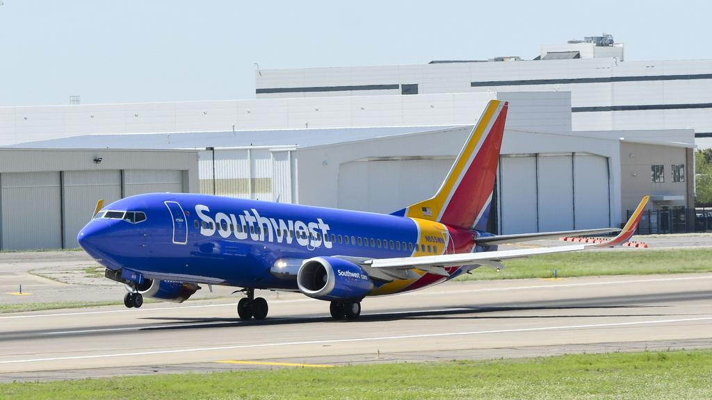 Southwest angles for more LaGuardia slots at expense of Delta, WestJet