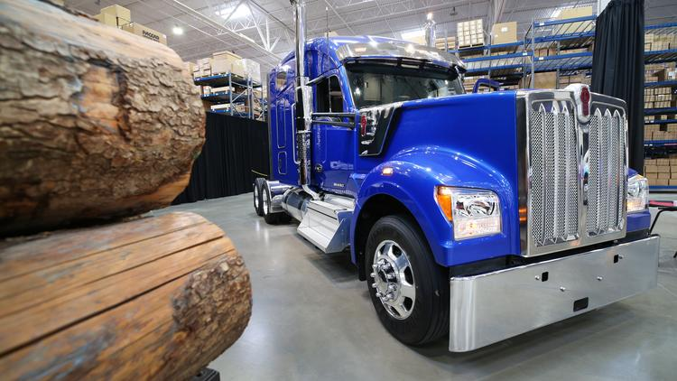 Paccar CEO delivers record profits before final shareholders