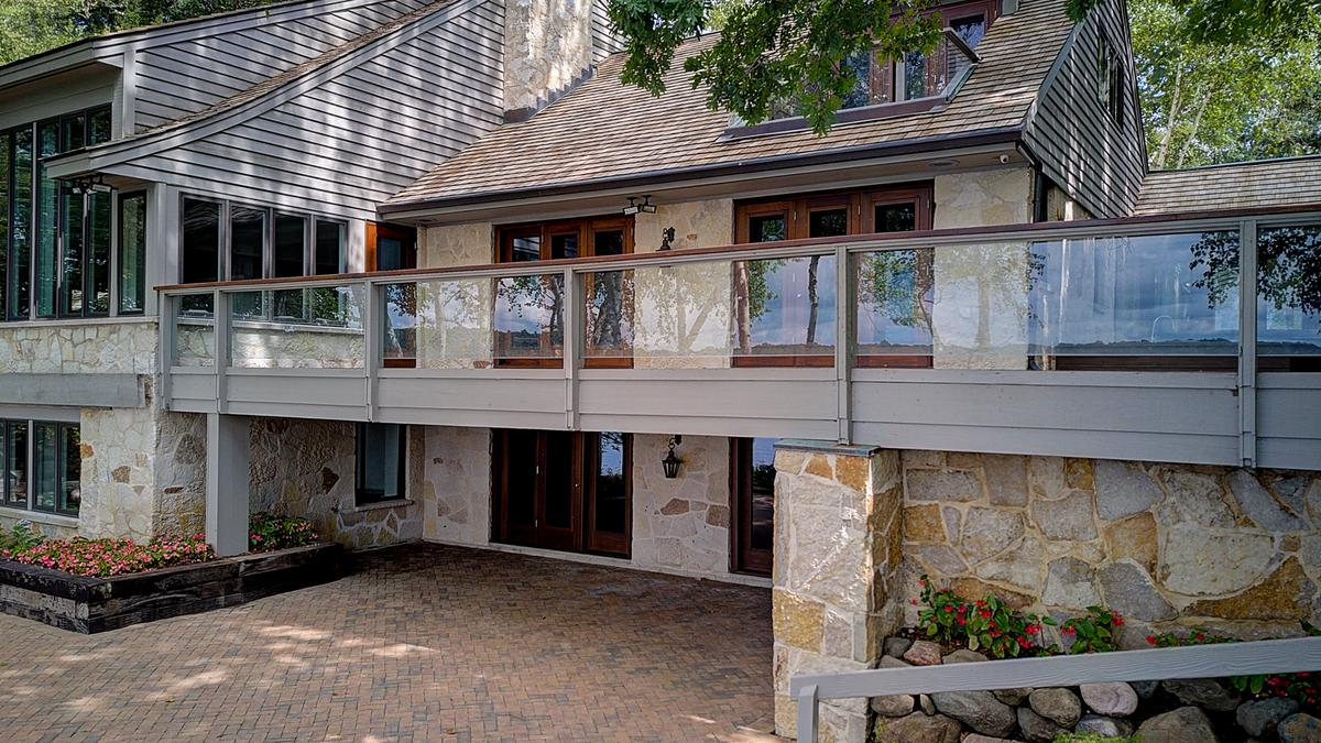 Former Wisconsin home of Quad/Graphics founder hits market