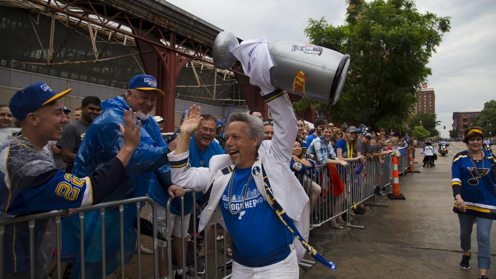 500,000 fans line the street to celebrate Blues Stanley Cup victory (gallery)