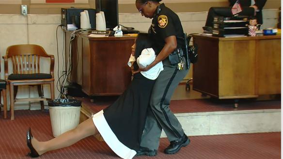Former Hamilton County Judge Tracie Hunter dragged to jail (Video