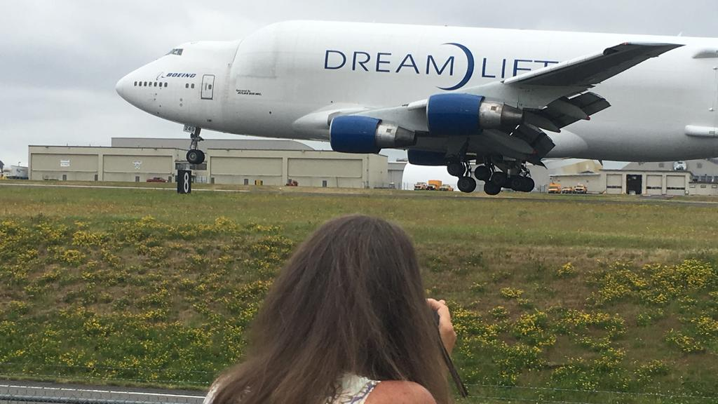 Meet Seattle's plane paparazzi — a nuisance to some, a valuable resource to others