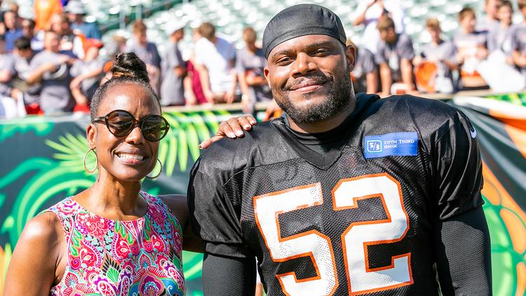 promo code ac334 a42d2 Bengals linebacker Preston Brown's agent is his mom ...