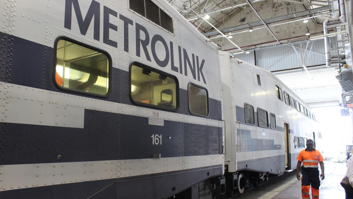 metrolink bets on new kind of locomotive