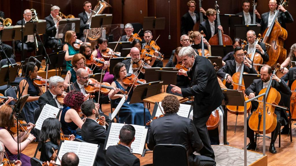 Patti Payne: New maestro draws a crowd, Majestic Theatre gets an update