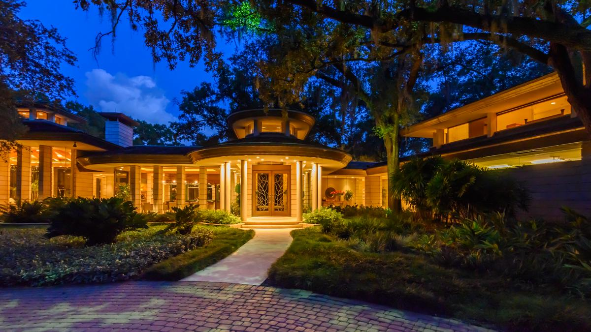Massive lakefront Carrollwood estate is back on the market for $8.5 million (Photos)