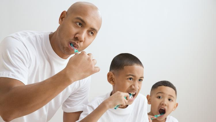 Only 49% of men in the United States brush their teeth twice a day, compared to the 57% of women who do.