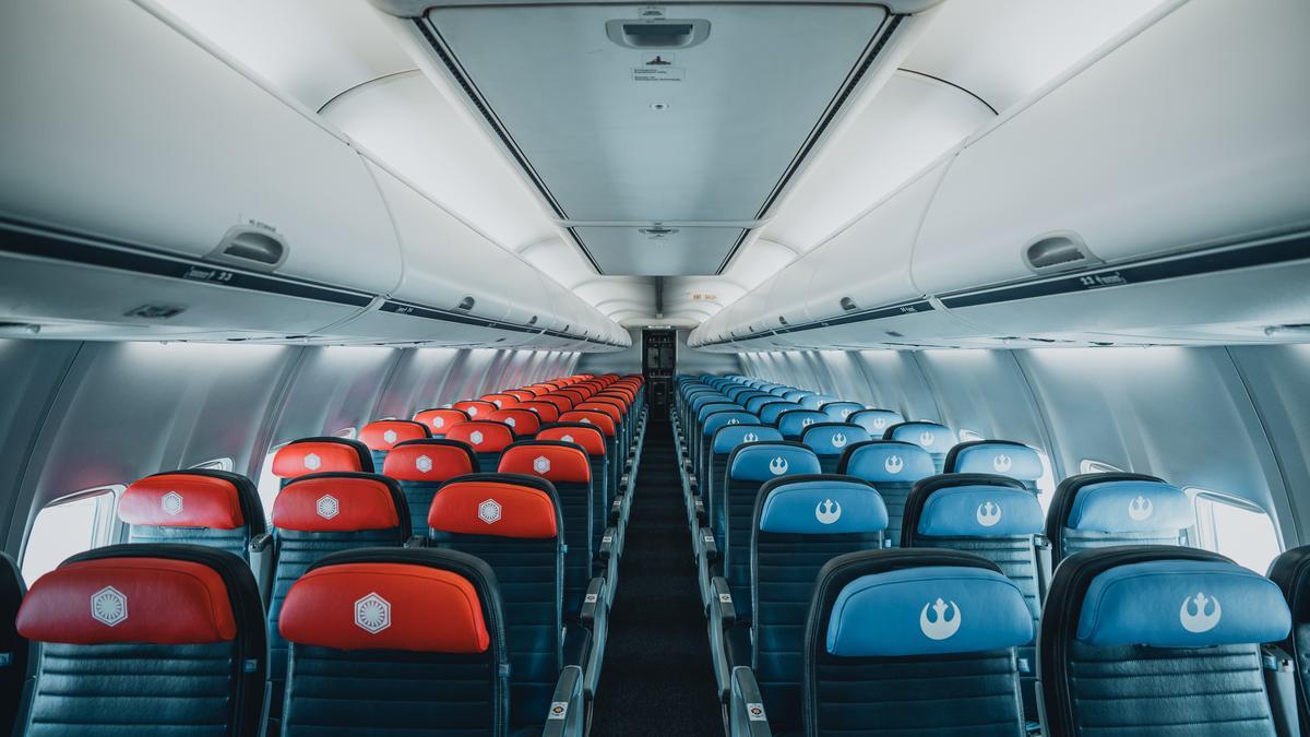 United Airlines Star Wars Plane Makes Splashy Maiden Flight Chicago Business Journal