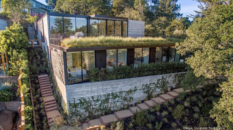 185 Summit Road in Marin is designed by well-known Bay Area architect Stanley Saitowitz.