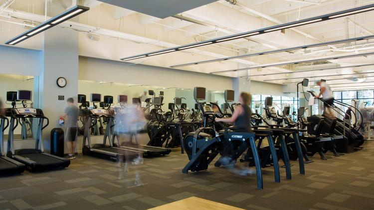 The 7,000-square-foot fitness center is open to tenant employees and offers weekly, 30-minute boot camp classes during lunchtime.