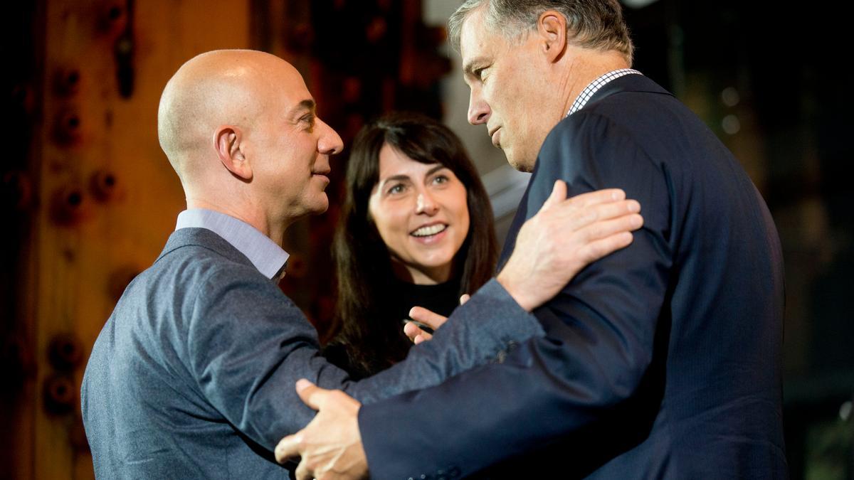 Amazon Ceo Jeff Bezos And Mackenzie Bezos Announce They Are