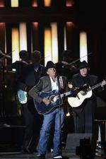 George Strait takes top honor at CMA Awards