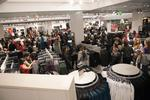 Big crowds swarm new H&M at Oxmoor Center (Video)
