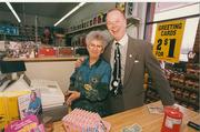 Cal Turner Jr. visits a Dollar General store when he was CEO of the retail company.