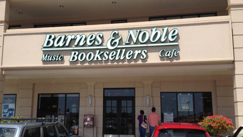 Barnes & Noble opening new book store at Maui Marketplace on