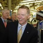 Ford CEO <strong>Mulally</strong> to leave earlier than expected