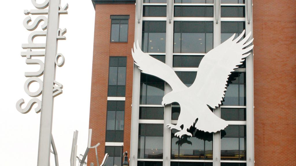 American Eagle reports sales dip, flagship brand and share price dives