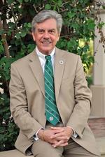 USF Sarasota-Manatee chancellor to retire