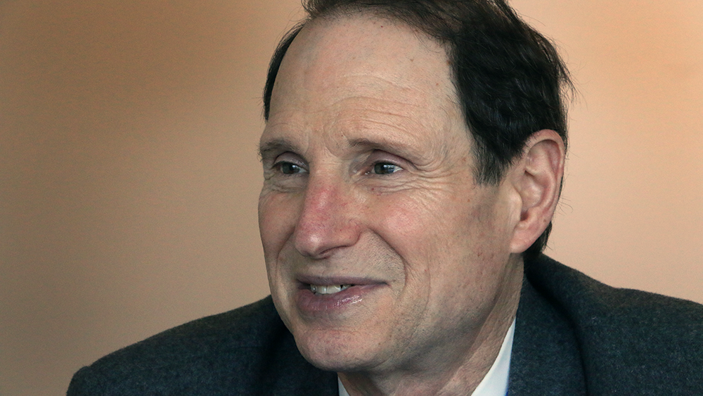 ron wyden Ron wyden (b may 3, 1949, in wichita, kansas) is a democratic member of the us senate from the state of oregonwyden was first elected to the senate in 1996 wyden won re-election in.