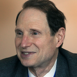 Sen. Ron Wyden pushes for transparency in small business lending