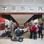 FTC officials throw support behind Tesla's direct-sales model