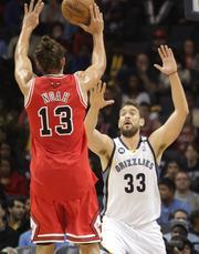 Bulls forward Joakim Noah rises as Marc Gasol closes in