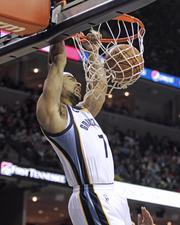 Jerryd Bayless dunks